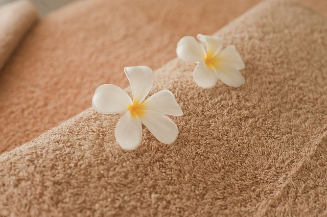 květy, ručník