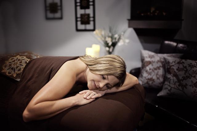masážní salon, blondýna