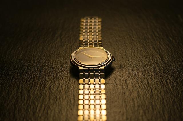 zlaté hodinky