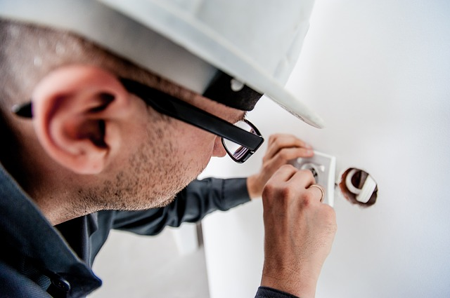 Odměna za práci elektrikáře se řídí určitými pravidly