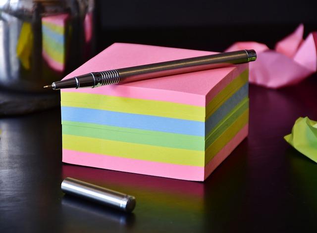 bloček barevných papírků